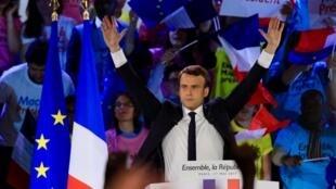 Emmanuel Macron alikishambulia chama cha National Front wakati wa mkutano wake wa kampeni katika eneo la La Villette, kaskazini mwa Paris, Mei 1, 2017.