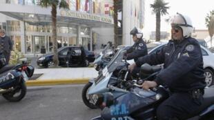 Policiamento reforçado nesta quinta-feira, em frente ao Hotel Intercontinental de Mendoza, onde acontecera Cúpula do Mercosul.