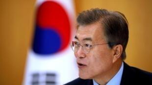 韩国总统文在寅资料图片
