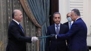 En Irak, Moustafa al-Kazimi (à droite) a 30 jours pour réussir à former un gouvernement.