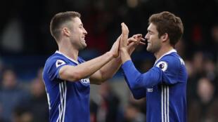 Gary Cahill et Marcos Alonso (Chelsea), le 4 février 2017, à la fin du match Chelsea contre Arsenal.