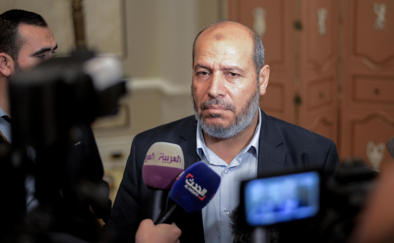 Khalil al-Hayya, kiongozi wa Hamas, wakati wa mkutano na waandishi wa habari kando na mazungumzo kati ya Wapalestina Cairo tarehe 22 Novemba 2017.