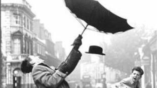 Détail de la couverture de l'ouvrage la pluie, le soleil et le vent dirigé par Alain Corbin chez Aubier