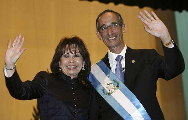 Sandra Torres junto a su ex marido y presidente guatemalteco, Alvaro Colom el 14 de enero de 2008.