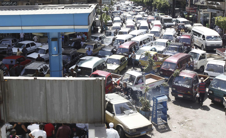 Depuis la chute de Morsi, les scènes chaotiques (ici le 26 juin 2013) liées à la pénurie d'essence semblent avoir disparu.