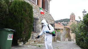 2020-03-31T100130Z_1544642455_RC2YUF90FY12_RTRMADP_3_HEALTH-CORONAVIRUS-ITALY