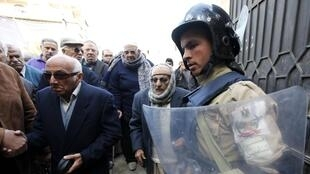 Cairo huy động 160 ngàn binh lính để bảo vệ các phòng phiếu - REUTERS /Mohamed Abd El Ghany