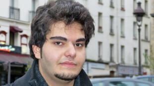 O estudante iraniano Romak, 18 anos, vive em Paris há um ano e meio.