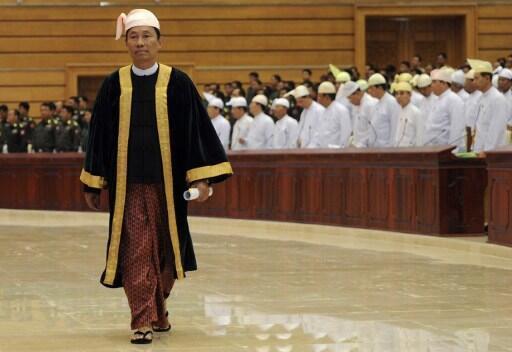 Chủ tịch Hạ viện Miến Điện Shwe Man trước phiên khai mạc một khóa họp, Naypyidaw, 04/06/2012.