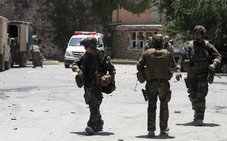 Wanamgambo wa Taliban wanaopingana na serikali wakiwa katika harakati zao nchini Afghanistan