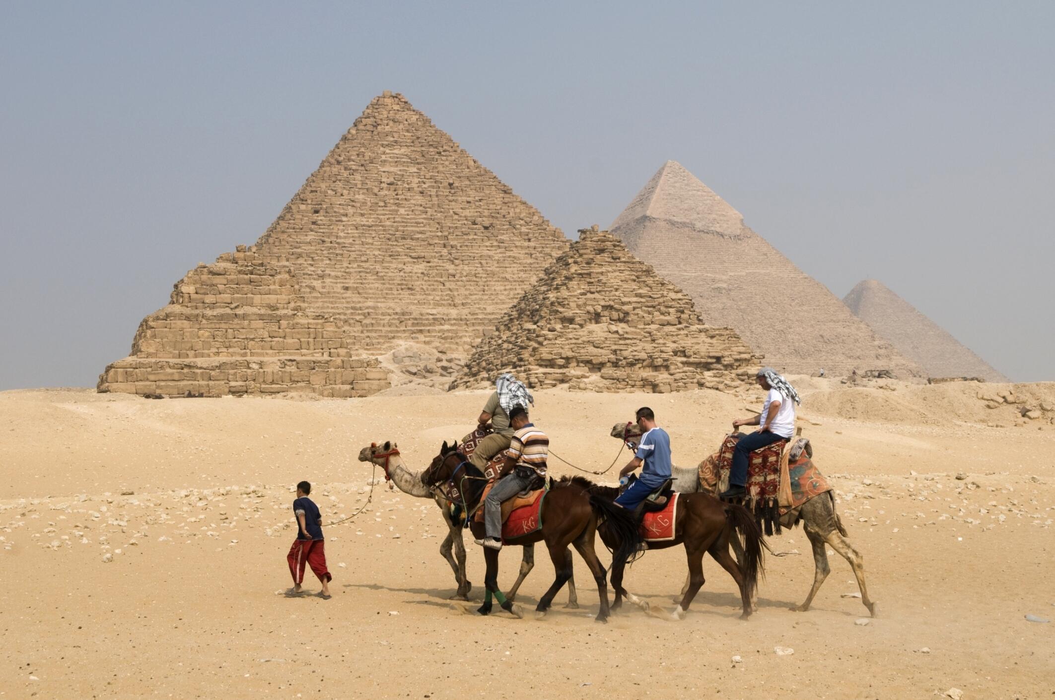 Les pyramides de Gizeh, près du Caire, attiraient plus de 3 millions touristes par an avant la révolution, selon le magazine «Forbes».