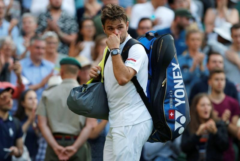 Stan Wawrinka na kasar Switzerland a lokacin da Daniil Medvedev na Rasha ya fitar da shi daga gasar kwallon Tennis ta Wimbledon.