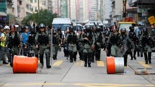 Cảnh sát Hồng Kông tuần tra trong hai ngày cuối tuần biểu tình, ngày 12/10/2019.