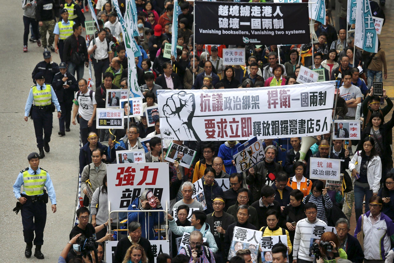 Biểu tình tại Hồng Kông phản đối vụ các nhân viên nhà sách bị mất tích, ngày 10/01/2016.