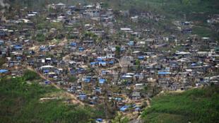 Des habitations endommagées, le 22 octobre 2016, deux semaines après le passage de l'ouragan Matthew à Jérémie, au sud-ouest d'Haïti.