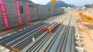 Công trường xây tàu Titanic phiên bản Trung Quốc, tỉnh Tứ Xuyên.