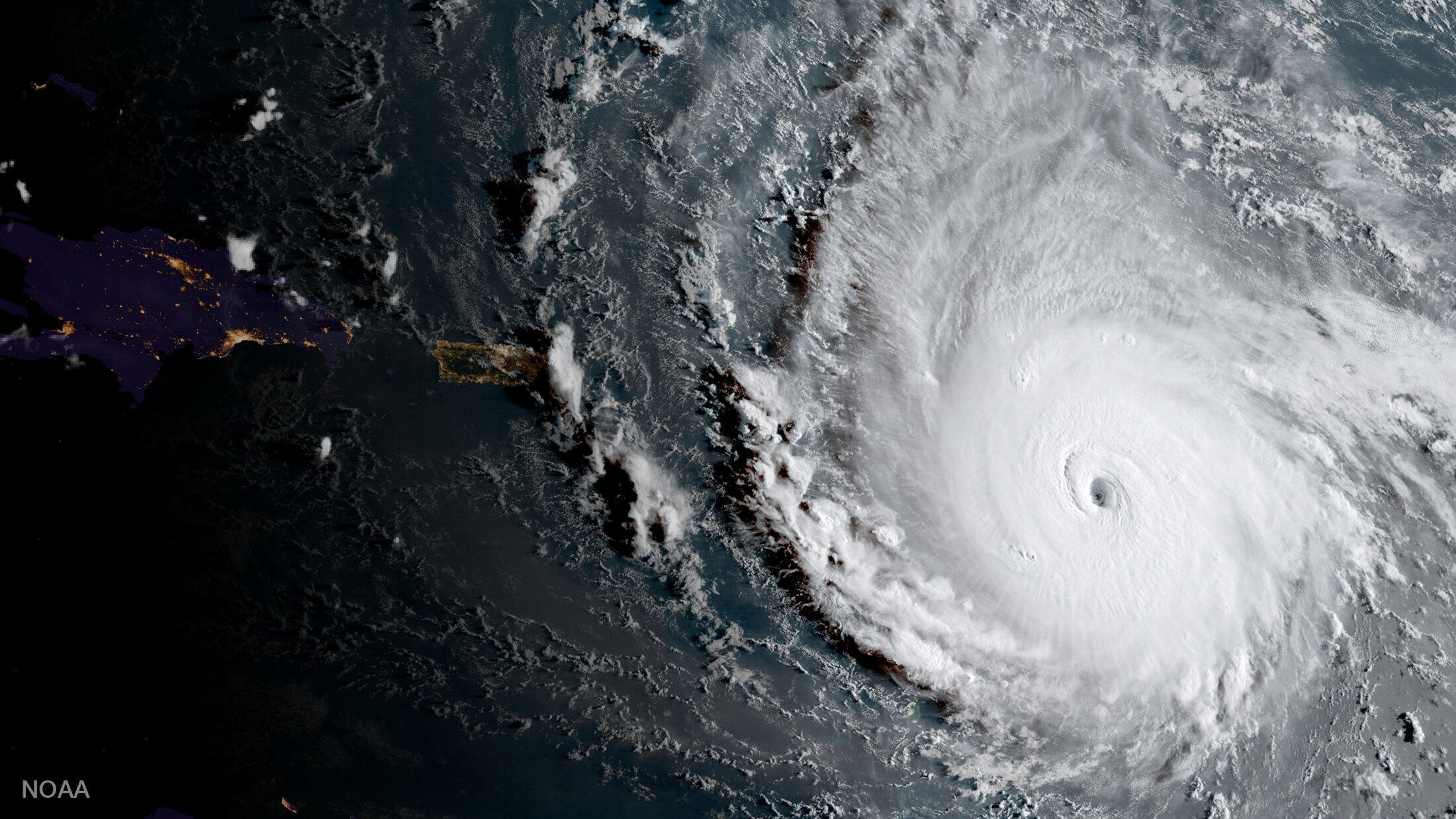 Irma, bão cấp 5, là cơn bão mạnh nhất từ trước đến nay trên Đại Tây Dương.