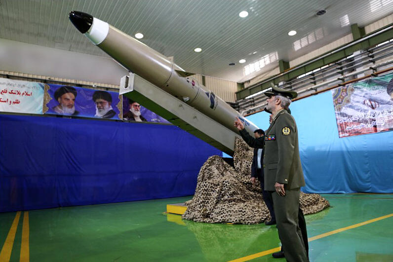 Министр обороны Ирана генерал Амир Хатами на презентации баллистической ракеты малой дальности в августе 2018 года