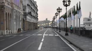 La capitale algérienne Alger au début d'un couvre-feu imposé par les autorités pour empêcher la propagation du coronavirus, le 29 juin 2020.