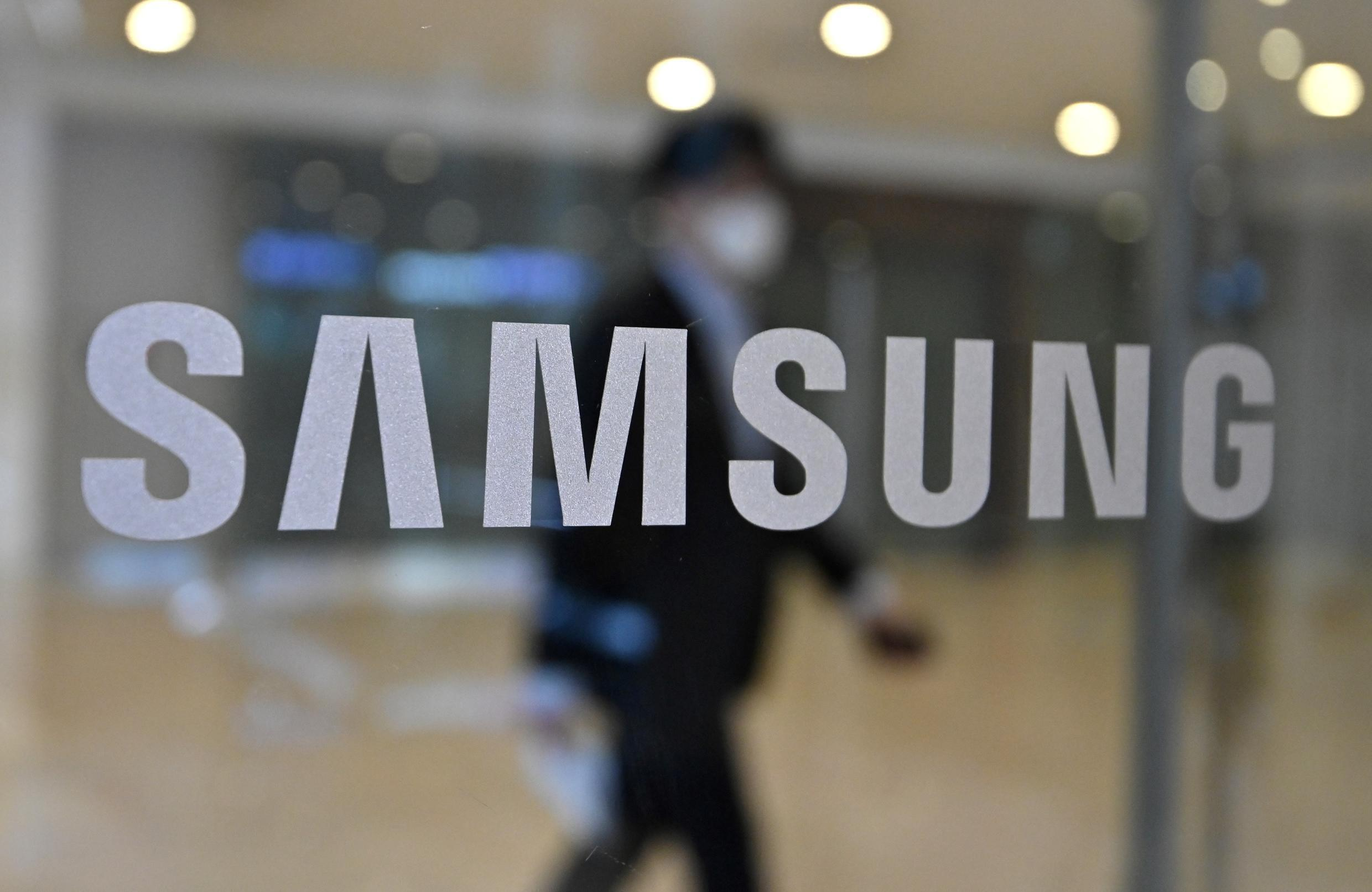 Samsung needs to broaden and deepen its commitment if it is going to have a genuine impact in the fight against climate change, campaign group Greenpeace said