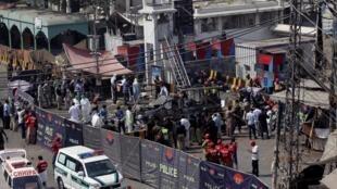 Les ambulances devant le cordon de sécurité, après l'attentat, le 8 mai 2019.