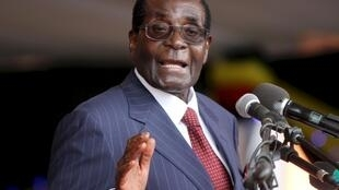 Robert Mugabe, 92 anos, está no poder desde a década de 80.