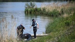 French Gendarmes and German police officers from the Franco-German River Brigade search the banks and the River Rhine for a missing 4-year-old girl in Gerstheim, eastern France on May 31, 2019, the day after a boating accident.