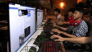 Rangoon, dans un centre internet (photo prise en 2018)