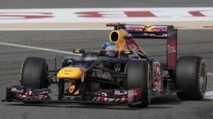 O alemão Sebastien Vettel (Red Bull), durante testes no circuito de Sakhir, no Bahrein, neste sábado, 21 de abril.