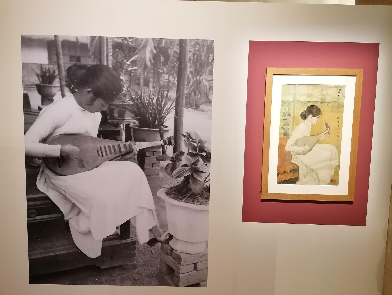 Âm nhạc cũng là một trong những đề tài thường được họa sĩ kiêm nhạc sĩ Mai Thứ thể hiện trong các bức tranh của ông. Ảnh chụp tại triển lãm tranh Mai Thứ ở Mâcon.