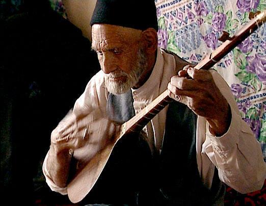 حاج قربان سلیمانی، خواننده و نوازنده دو تار