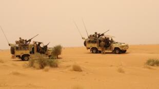 Des soldats de la mission Barkhane au cours de l'opération ayant permis la neutralisation du chef d'AQMI Abdelmalek Droukdel, dans le Sahel au nord du Mali, le 11 juin 2020.