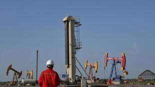 Des puits de pétrole chinois dans la région du Xinjiang.