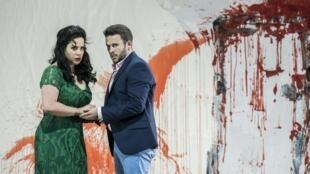 A brasileira Camila Titinger é Donanna, na ópera Don Giovanni, em Paris.