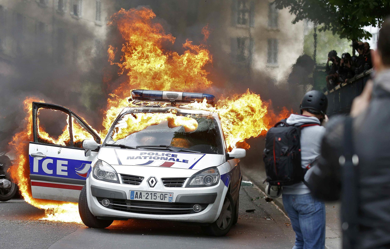 Предыдущее жестокое нападение на полицейских произошло 18 мая в Париже во время митинга против закона о труде