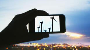 Carregador de telemóveis a energia eólica é uma das duas invenções que o angolano Ricardo António Figueiredo apresenta na feira de Sillicon Valley entre 4 e 6 de Julho.