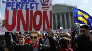 Protestos pró e contra casamentos homosexuais nos Estados Unidos.