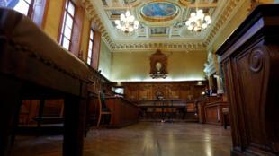 La salle d'audience du procès Abdelkader Merah, à la cour de justice de Paris.
