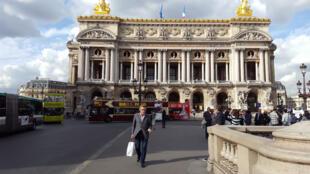 Nhà hát Opéra Garnier trực thuộc cơ quan Opéra de Paris