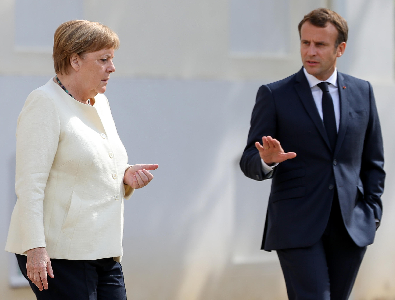 Angela Merkel e presidente francês, Emmanuel Macron, se encontraram em  Meseberg nesta terça-feira (30).