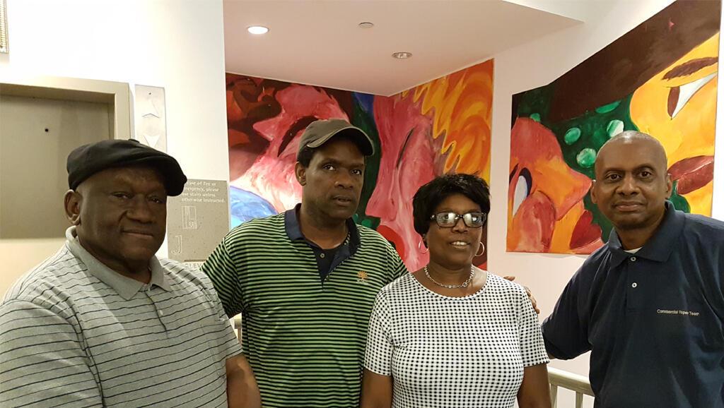 Quatre membres des Foreclosure Resisters résistent contre les saisies immobilières, New-York.