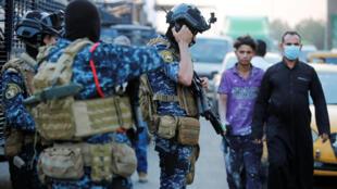 Des membres de la police fédérale irakienne dans une rue de Bagdad. Le 7 octobre 2019.