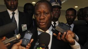 Alassane Ouattara, lors d'une conférence de presse suite à l'annonce de la confirmation par l'Union africaine de sa présidence, le 10 mars à Addis Abeba.