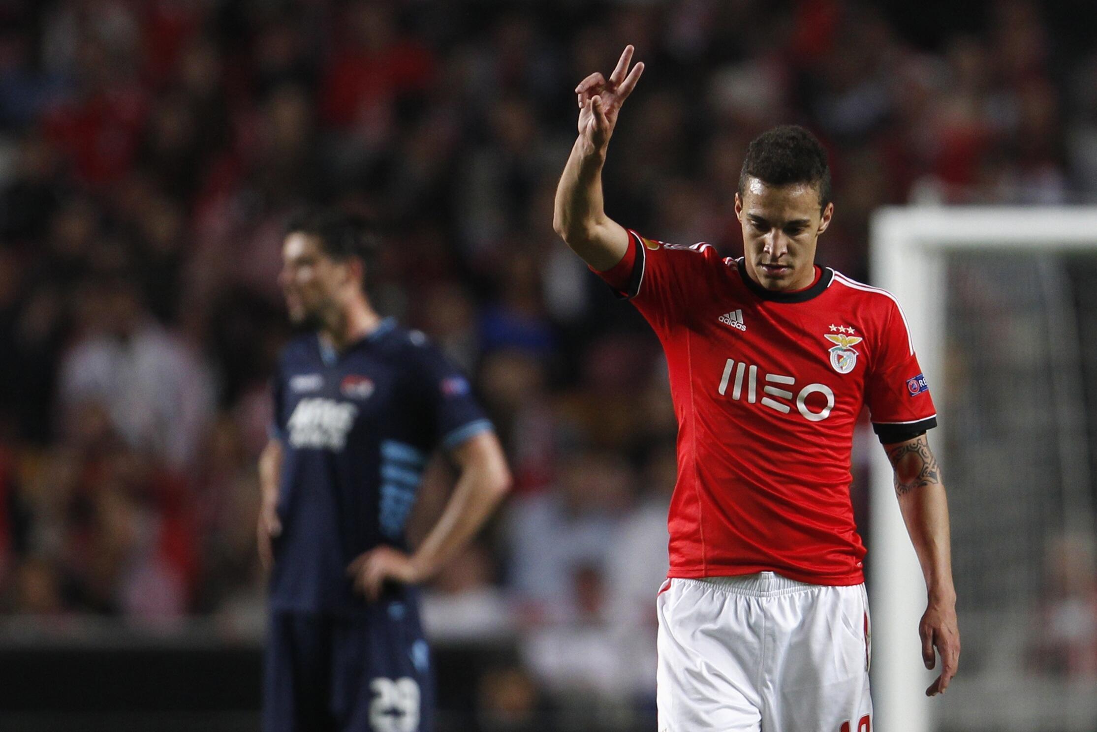 Rodrigo, avançado do Benfica, apontou os dois golos da vitória frente aos holandeses do AZ Alkmaar.