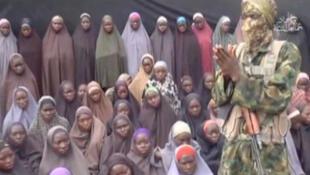 Imagem do vídeo divulgado pelo grupo extremista nigeriano Boko Haram neste domingo, 14 de agosto de 2016.