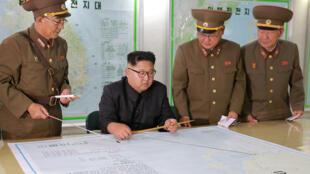លោក Kim Jong-Un អមដោយនាយឧត្តមសេនីយជាន់ខ្ពស់របស់កូរ៉េខាងជើង