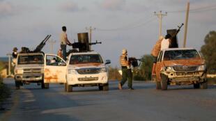 Vikosi vya ulinzi tiifu kwa serikali inayotambuliwa kimataifa vikipambana dhidi ya kundi la watu wenye silaha Tripoli, Septemba 22, 2018.