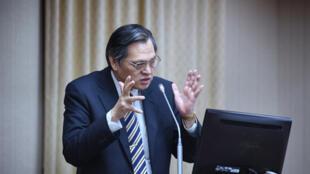 高雄市長韓國瑜訪港澳中聯辦惹議,陸委會主委陳明通(圖)2019年3月27日在立法院內政委員會答詢。