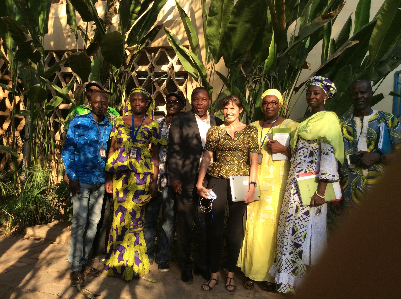 Dra Sílvia Portugal (centro) e os colegas de trabalho em Bamaco (Mali).