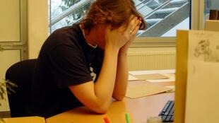 Les sondages récents montrent que 20% de la population active française juge leur activité professionnelle « très stressante ».